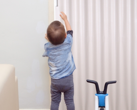 Veilig (kinderen kunnen de deur niet open krijgen)