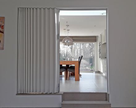 Verdeler Deur & Parket: Vouwdeur geplaatst tussen living en keuken