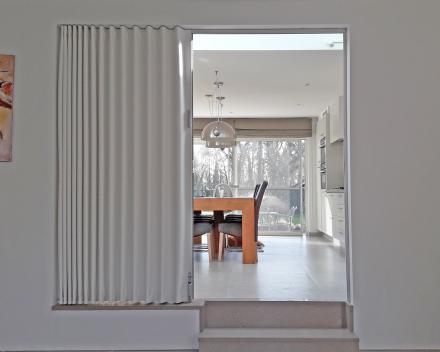 Deur & Parket: Porte pliante placé entre le salon et la cuisine